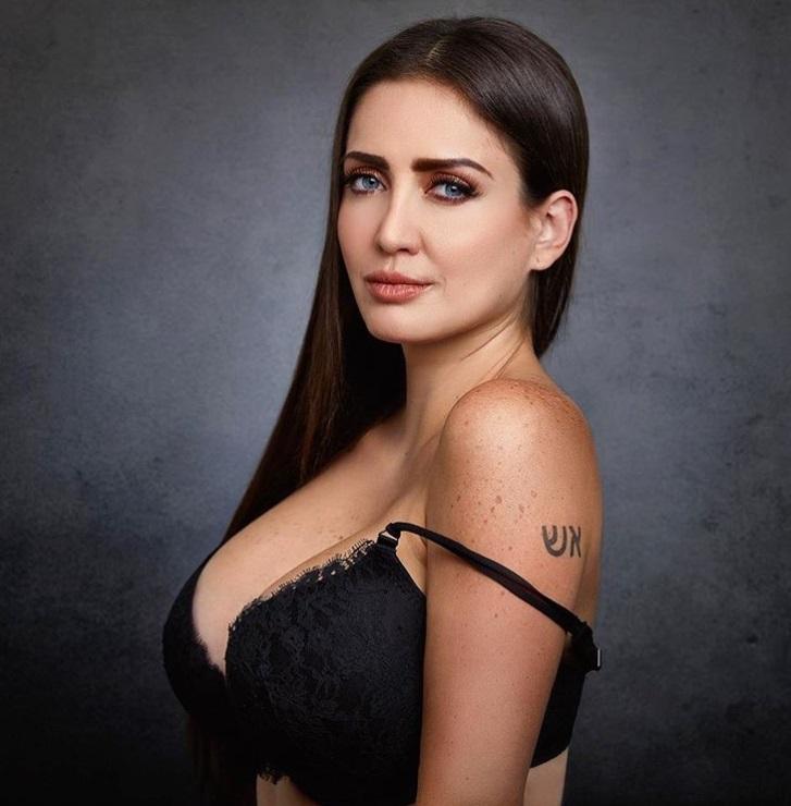 Celia Lora Sexy